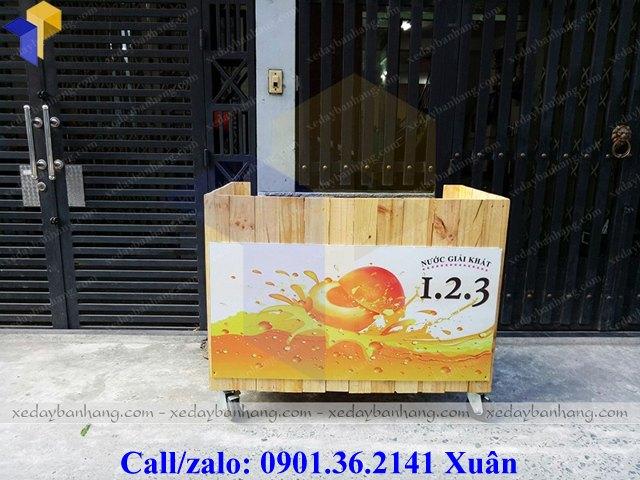 tủ gỗ bán sinh tố nước ép